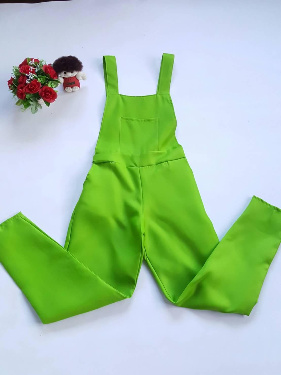 เอี๊ยมกางเกงขายาวผ้าโซล่อน สม๊อคเอว สีเขียว