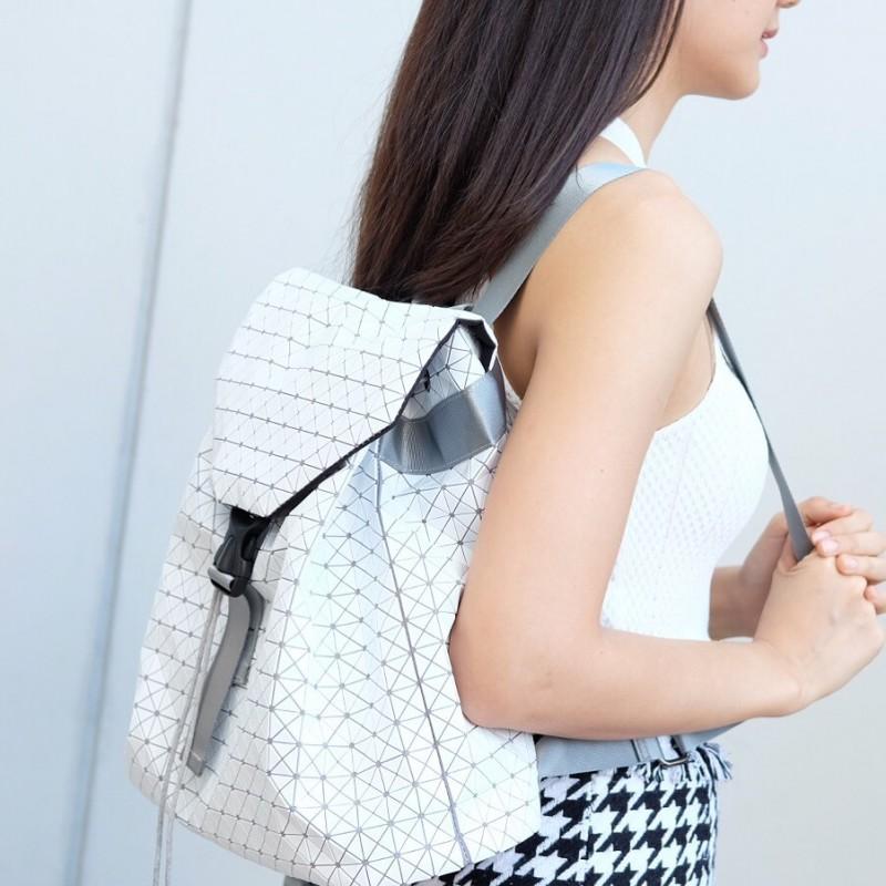 กระเป๋าเป้ผู้หญิง กระเป๋าสะพายหลังแฟชั่น บล็อกเล็ก ISSEY MIYAKE BAO BAO [สีขาว ]