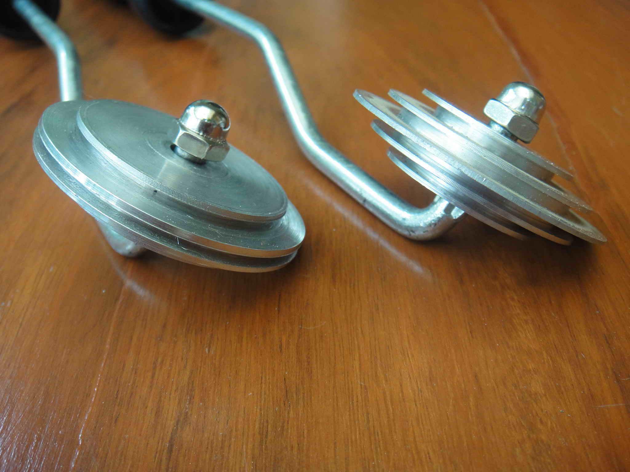 ลูกกลิ้งจาน พร้อมด้าม (Angle roller with handle)