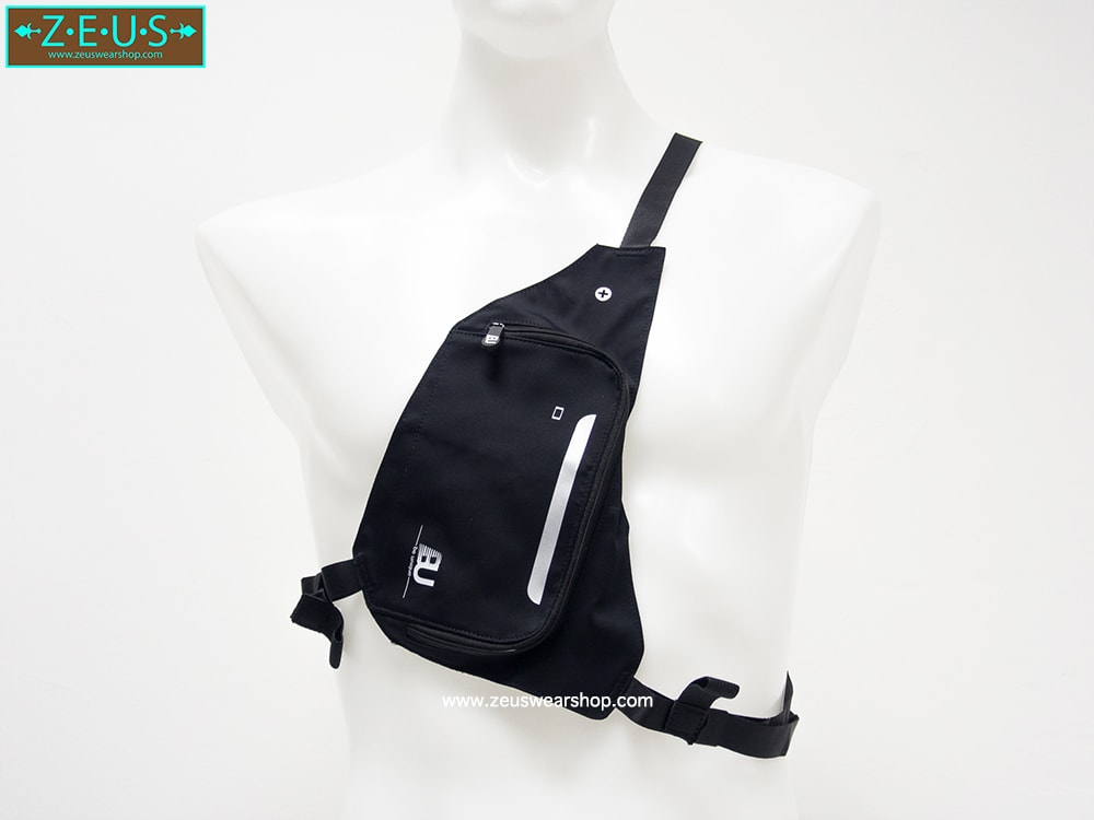 กระเป๋าใส่ของวิ่ง สีดำ แบบมีสายรัดตัว ด้านในมีหลายช่อง กันน้ำ