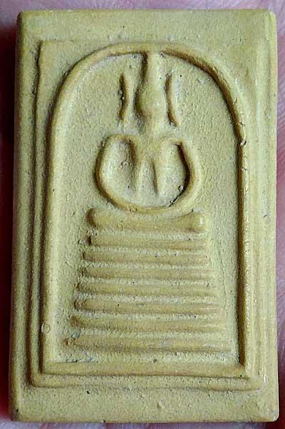สมเด็จฯ ๗ ชั้น วัดเกษไชโยฯ รุ่นสร้างเขื่อน ปี๒๔๙๕ เนื้อเหลือง(องค์ที่๗)