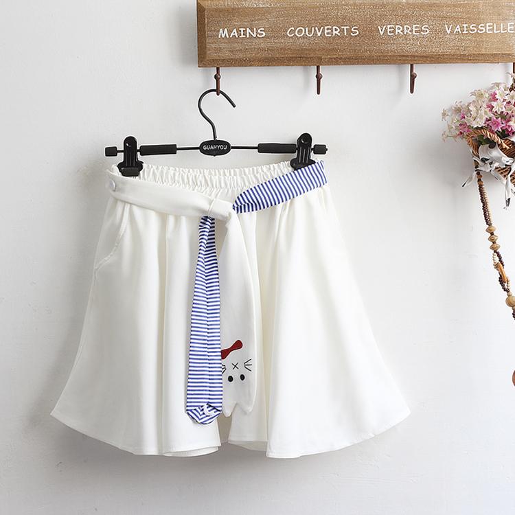 Pre-Order กระโปรงสั้นซับในกางเกง แต่งผ้าผูกเอวรูปแมว มี2สี