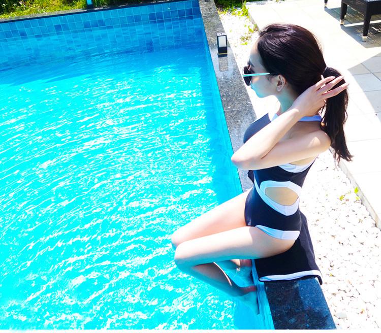 ชุดว่ายน้ำสีน้ำเงินแถบขาววันพีซเซ็กซี่สุดๆ