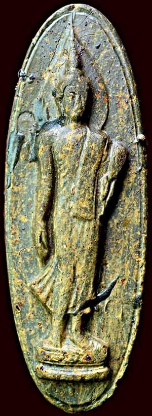 พระฉลอง ๒๕ พุทธศตวรรษ ปี๒๕๐๐ เนื้อแร่ สีด่าง สี่เดือย หลังกาบย่น