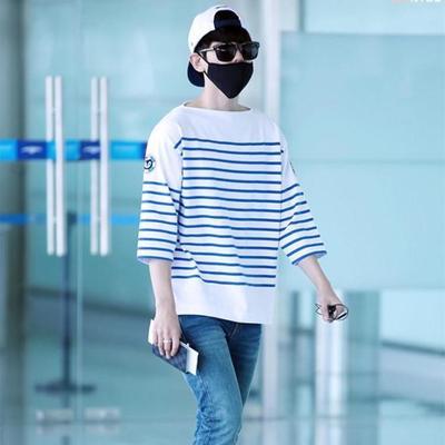 เสื้อแฟชั่นเกาหลี EXO สีขาว แต่งลายขวางสีน้ำเงิน