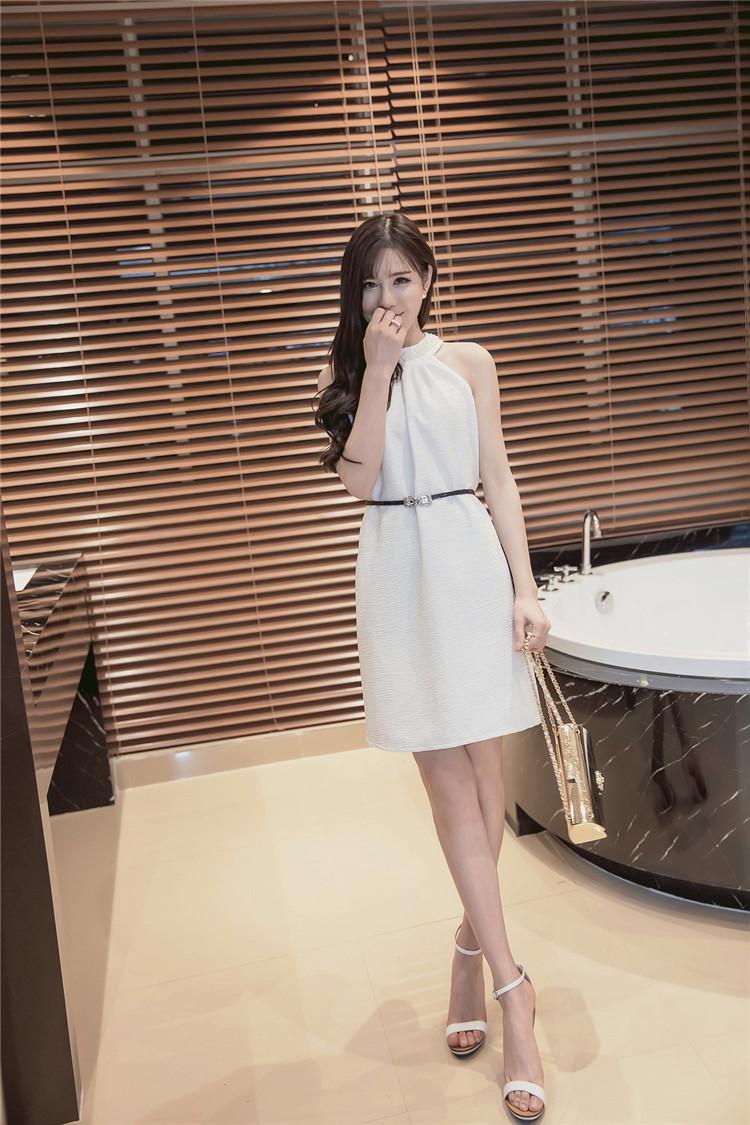 เดรสสีขาว งานสวยมากก ผ้ามีน้ำหนักดีเลยค่ะ ตรงคอติดมุก (แถมเข็มขัดตามภาพ) จะเป็นทรงปล่อยๆนะคะ ใช้เข็มขัดช่วยเข้ารูปสวย ออกงานได้จ้า