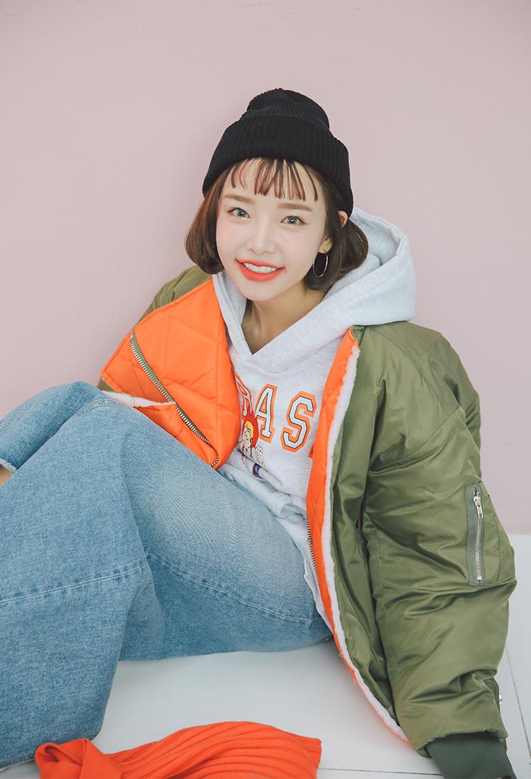 เสื้อผ้าเกาหลี Stylenanda (สไตล์นันดา) 3ce ((Withts wing side zipper knob jumper 108,900 won )) เสื้อกันหนาวสีจี๊ดๆๆ ดีไซร์เก๋ หนานุ่ม มีซิปด้านหน้ามีให้เลือก 2 สี