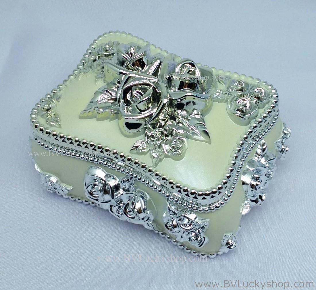กล่องเก็บเครื่องประดับ สี่เหลี่ยม ยาว 5 นิ้ว - สีขาว/เงิน [SQ18010-W.Silver]