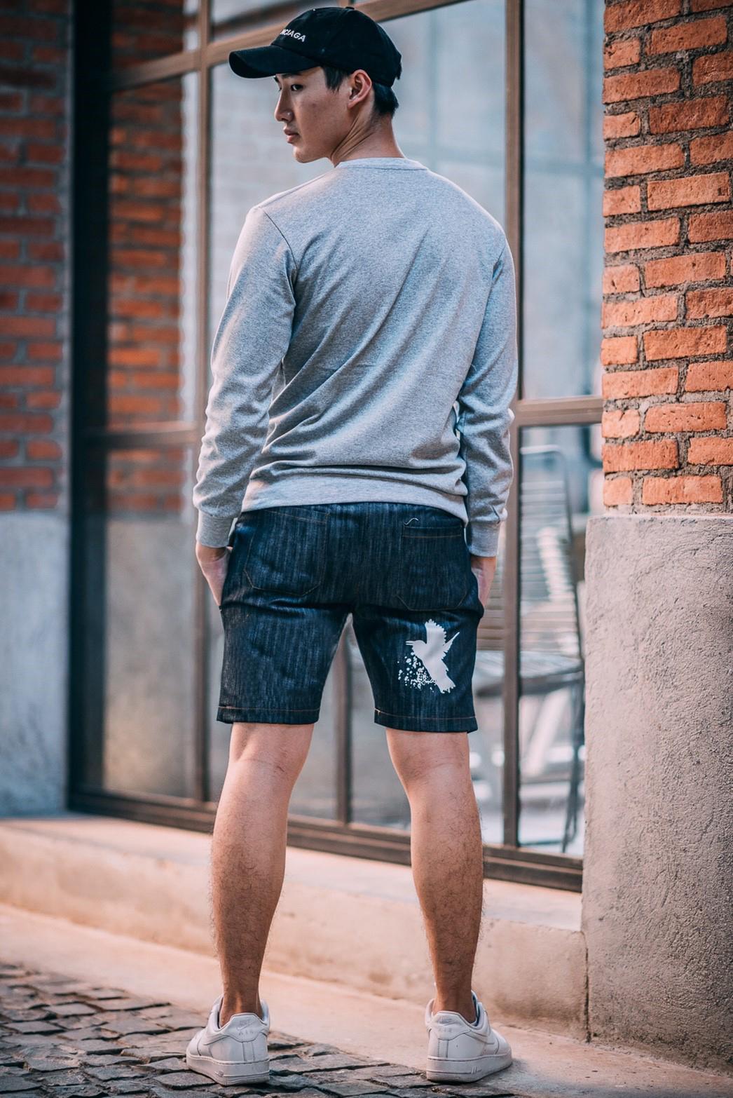 กางเกงขาสั้นยีนส์ Y210 BIRD สีเทาเข้ม แถบขาว สกรีนรูปนก
