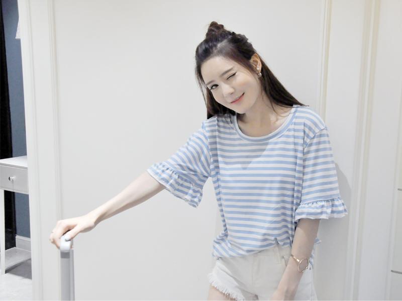 เสื้อยืดลายทางสีฟ้าขาว