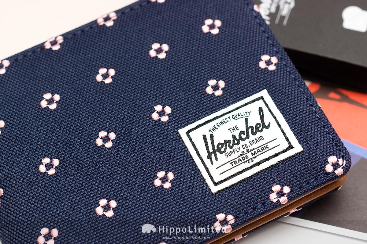 กระเป๋าสตางค์ Herschel Hank Wallet - Peacoat Embroidery ลายปักบนเนื้อผ้า