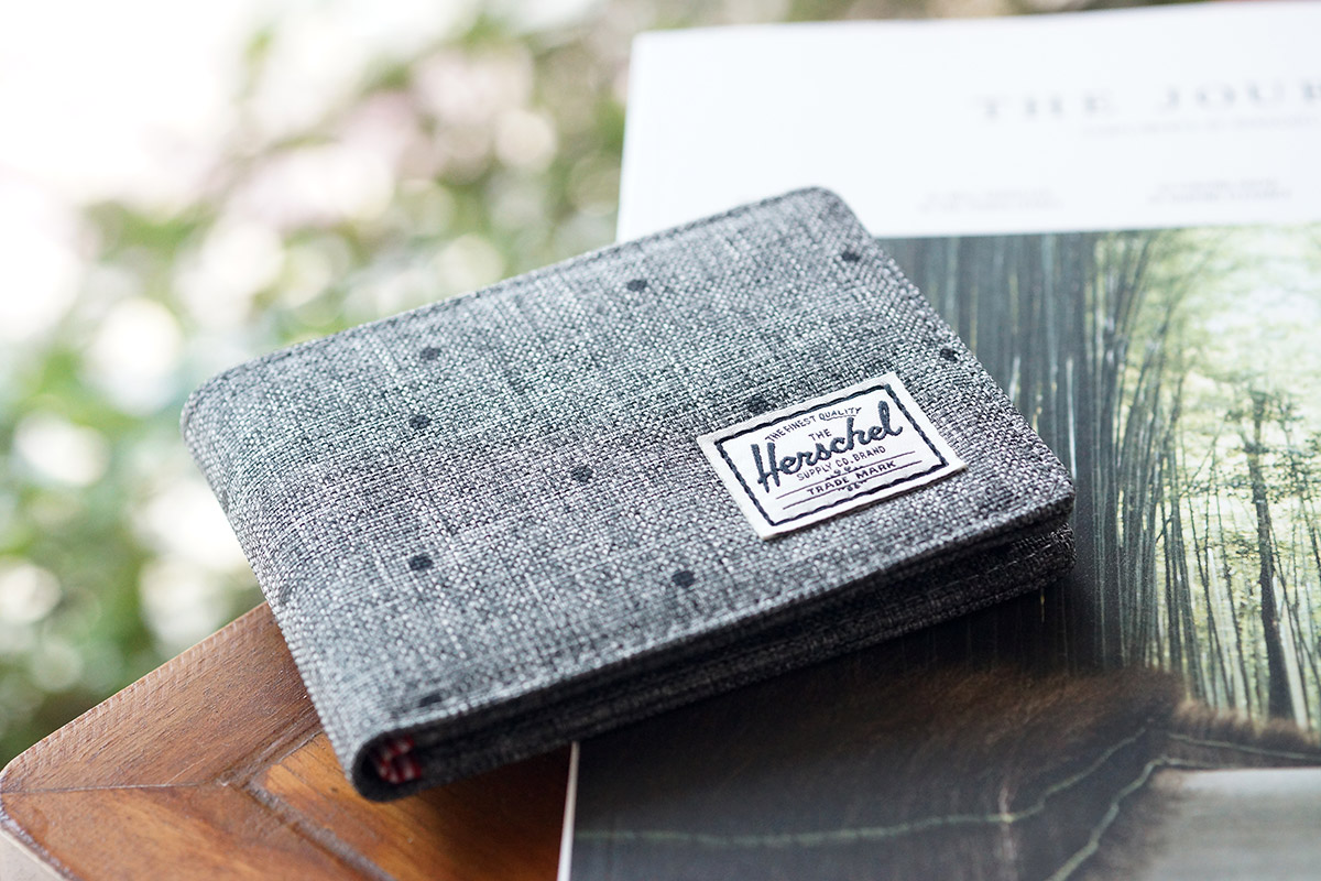 Herschel Roy Wallet - Scattered Raven Crosshatch