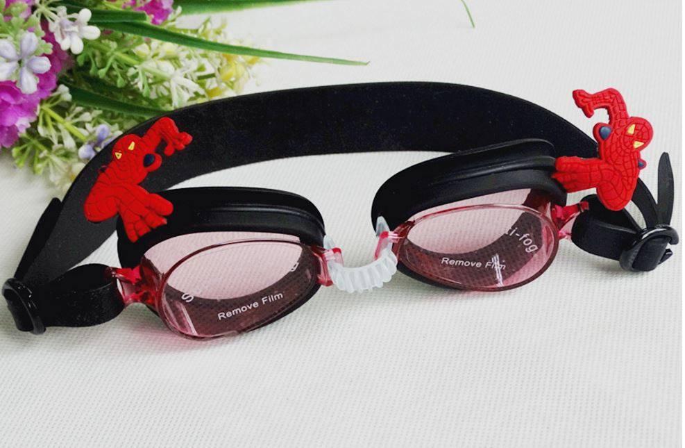แว่นตาว่ายน้ำเด็ก Spiderman สีดำ ตัวสายปรับได้