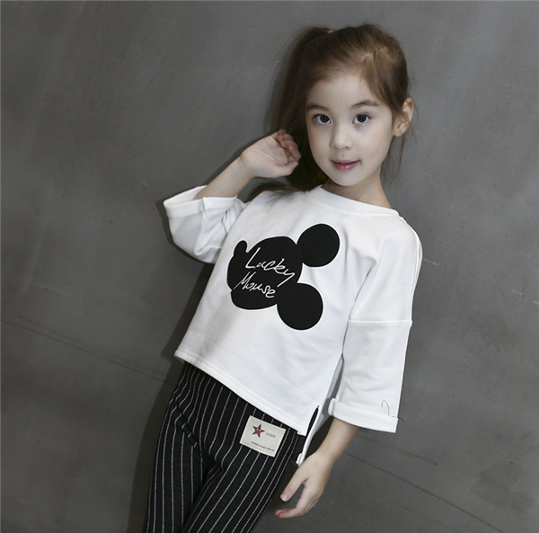 เสื้อเด็กหญิงสีขาว คอกลม สกรีน lucky mouse ชายเสื้อหน้าสั้นหลังยาว งานสวยใส่สบายน่ารักมากค่ะ