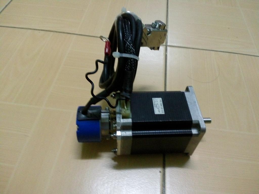 สเต็ปมอเตอร์ 3A ติด Encoder 1,000P/R สินค้ามือ 2