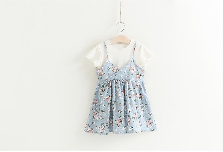 ชุดสาวน้อย 2 ชิ้น เสื้อสีขาว พร้อมเอี๊อมสายเดี่ยวสีฟ้าลายดอกไม้ สวยเก๋ เริ่ดมากๆค่ะ