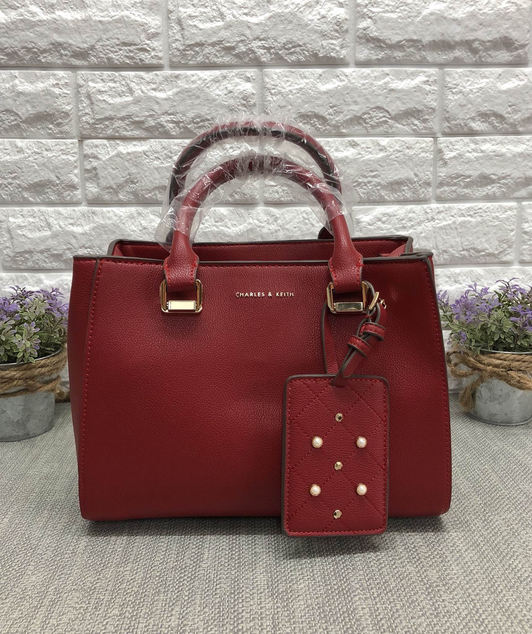 CHARLES & KEITH LARGE STRUCTURE CITY BAG *แดง