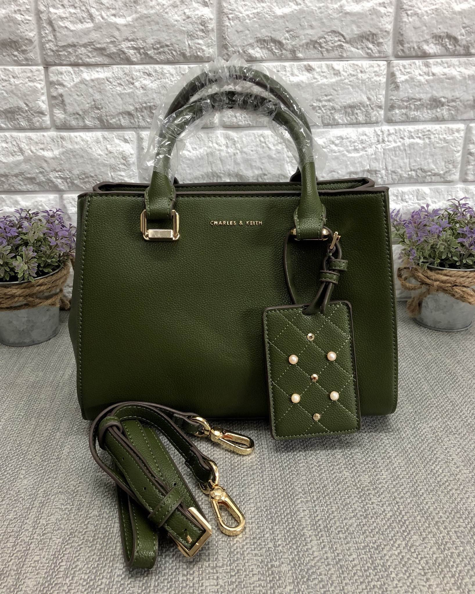 CHARLES & KEITH LARGE STRUCTURE CITY BAG *เขียว