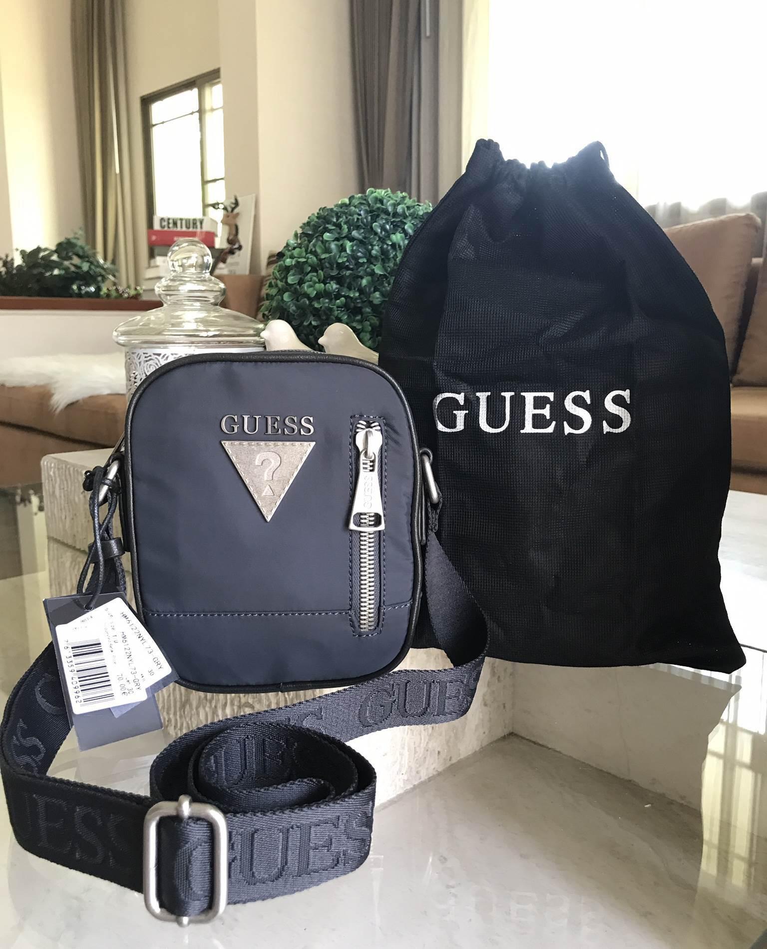 GUESS MENS CROSS BODY BAG WITH ZIP *กรม