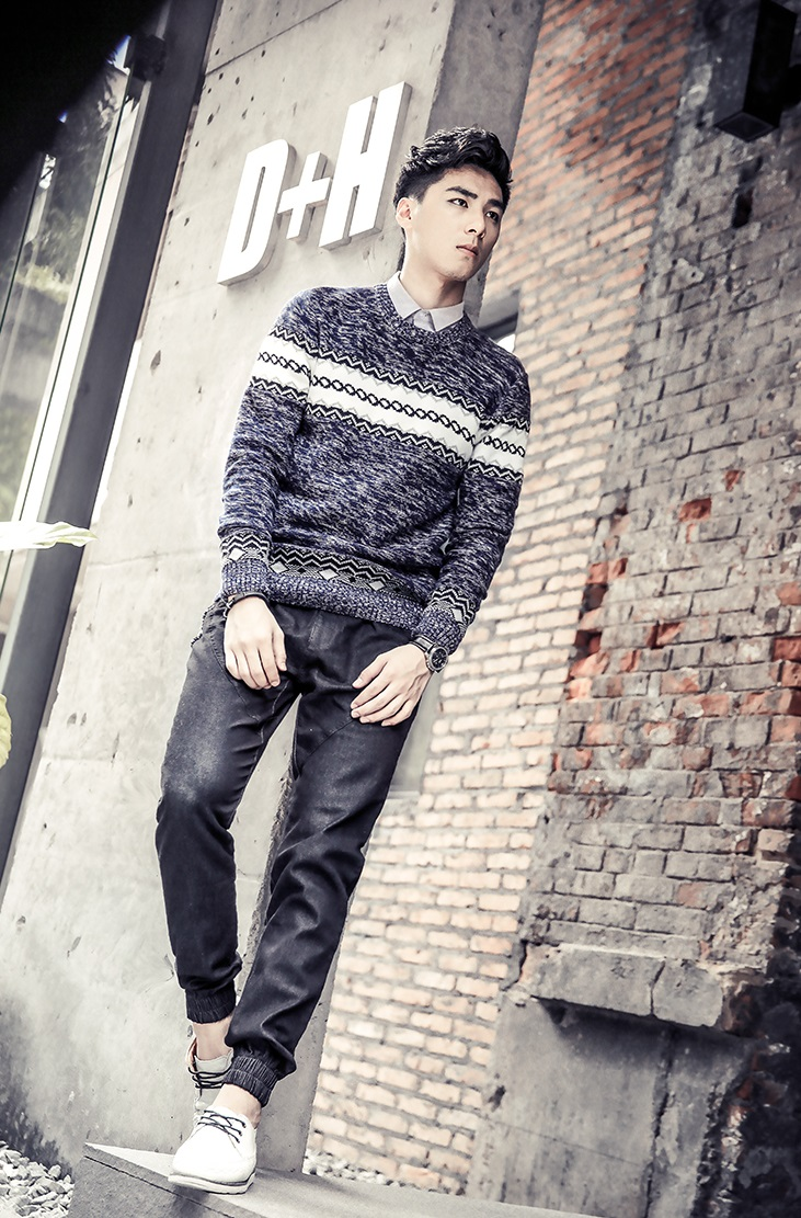 High quality fitting men's sweater (สีน้ำเงิน)