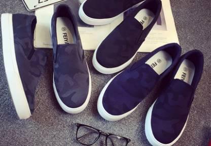 รองเท้ากังฟู ลำลองผ้าใบสวม พื้นขาว แบบเรียบ ลายพราง สี ดำ เทา น้ำเงิน เบอร์ 39-44
