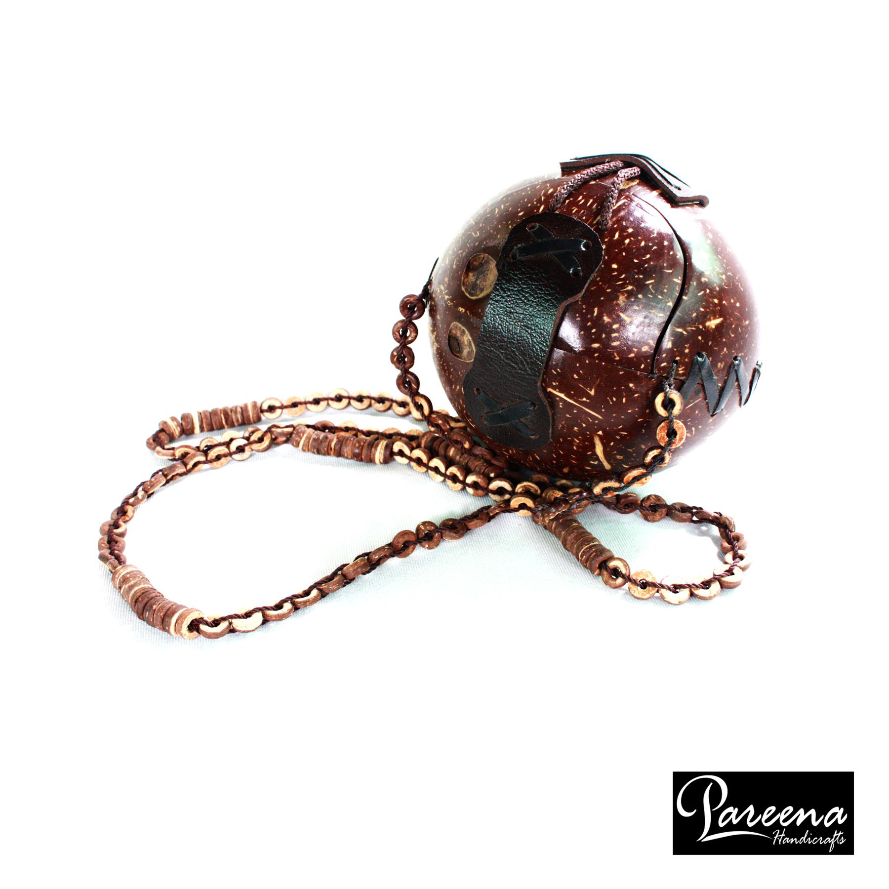 กระเป๋ากะลามะพร้าว Coconut Handbag