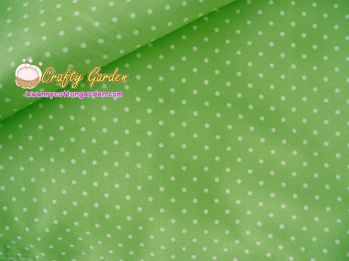 คอตตอนญี่ปุ่นลายจุดพื้นเขียว ขนาด 1/4 เมตร เนื้อผ้านิ่มตัดเสื้อได้ เหมาะกับงานผ้าทุกชนิด