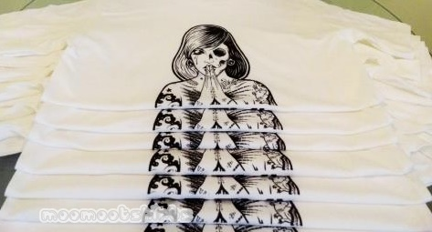 เสื้อยืดสีขาวสกรีนลายอาร์ต ด้วยระบบ DTG จากฝีมือร้านรับสกรีนเสื้อยืดที่ดีมีคุณภาพที่สุด