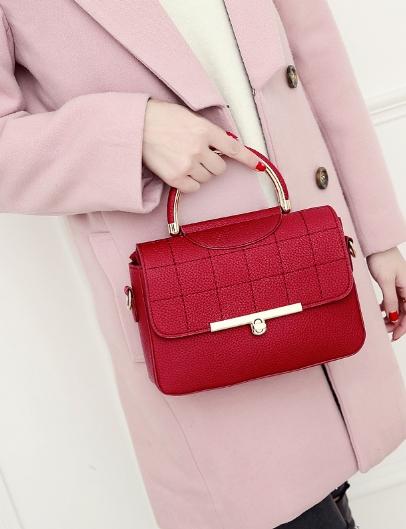 กระเป๋าถือ Rum leather (red)