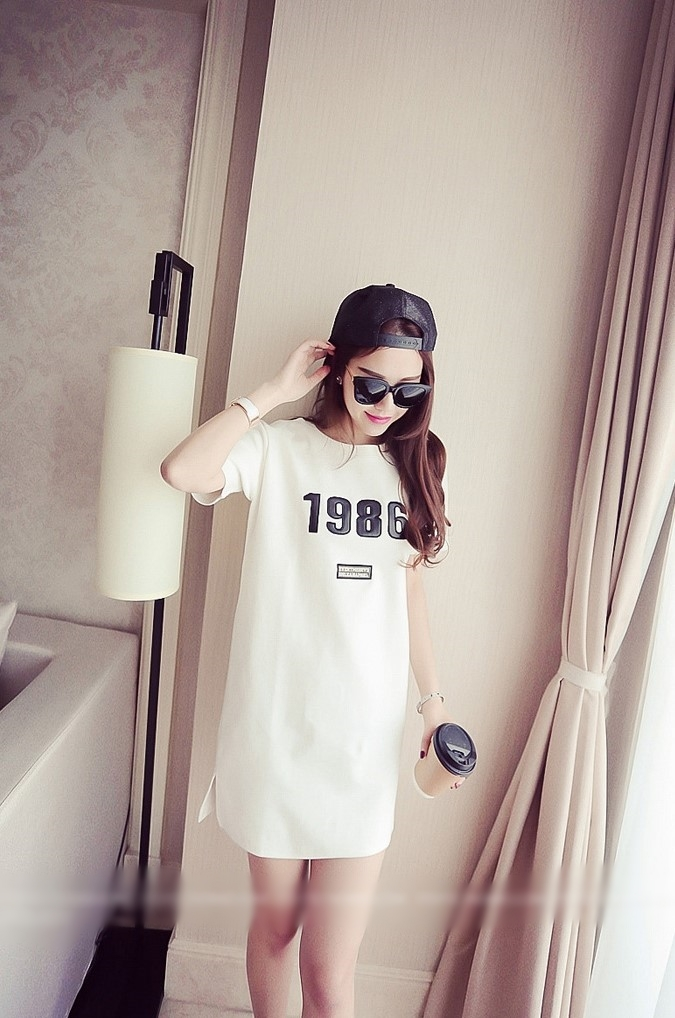 เสื้อตัวยาวสีขาว แขนสั้น คอกลม 1986