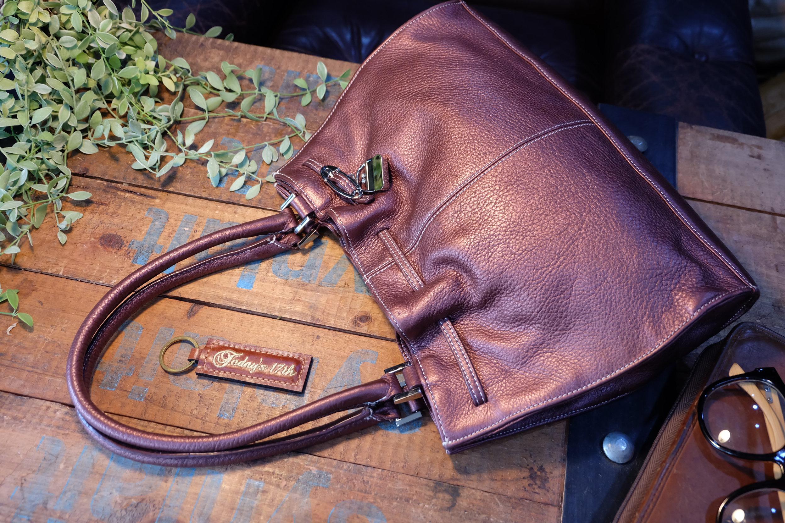 กระเป๋าหนังแท้สีทองแดงเมทาลิคสะพายไหล่