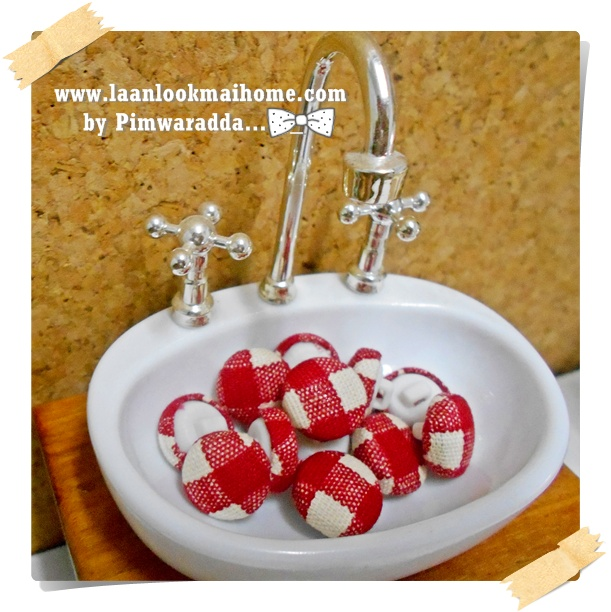 HMB1-6 : กระดุมปั๊มผ้า cotton 100% handmade ขนาด 1 cm- (1 แพคบรรจุ 12เม็ด )