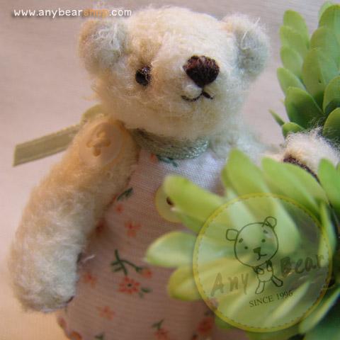 ตุ๊กตาหมีผ้าขนสีครีม ขนาด 7.5 cm. - Getty