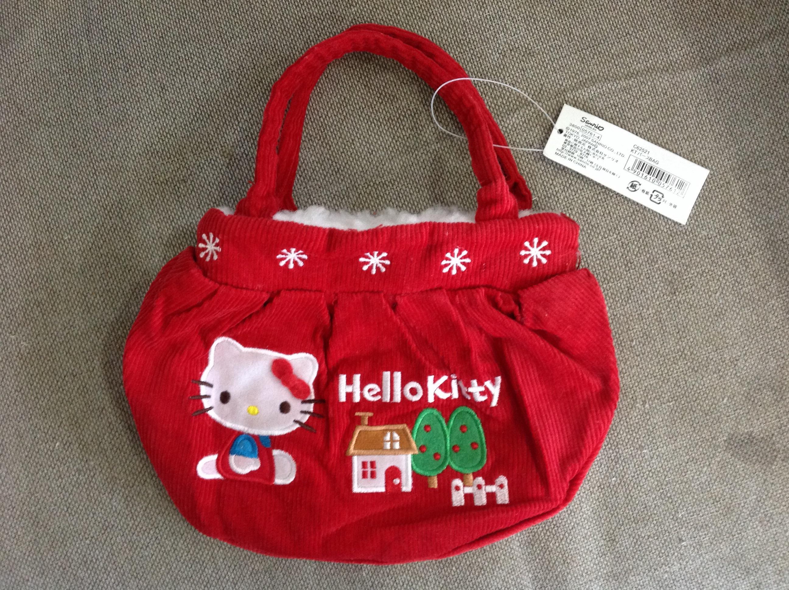 พร้อมส่ง กระเป๋าถือใบเล็ก hello kitty รับ winter