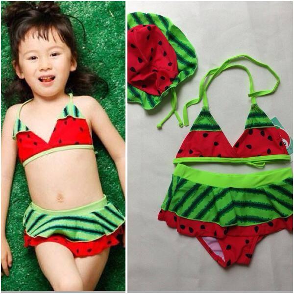หญิง ชุดว่ายน้ำเด็กหญิง ลายแตงโม มี size สำหรับ 2-6 ขวบ ใช้แล้วซักตาก ห้ามแช่ เพื่อยืดอายุการใช้งานค่ะ)