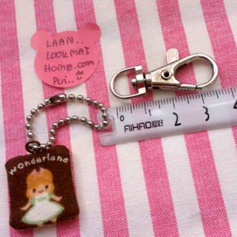 ตะขอก้ามปู ขนาดช่องใส่สายกระเป๋า 1 cm ตัวตะขอยาว 3.5 cm กว้าง 1.2 cm