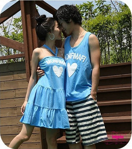 ชุดคู่รัก สีฟ้าสกรีนหัวใจตรงอกค่ะ