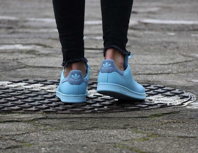 buy online 7e4ac b6c9d Stan Smith Pharrell Ice Blue