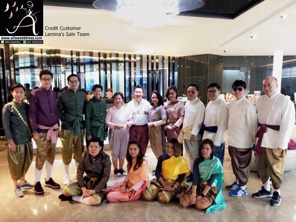 ภาพทีมเซลล์ Lamina ที่ใช้บริการเช่าชุดไทยยกก๊วนนำไปใส่ที่ประเทศไต้หวัน สวยงามอย่างไทยไม่แพ้ชาติใดในโลก บริการรับส่งที่บริษัทจาก allsweetdress ฝั่งธนค่ะ