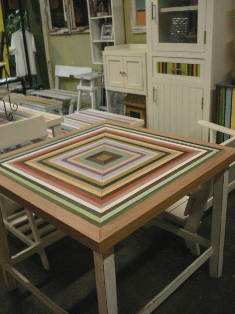โต๊ะจตุรัส ของตกแต่งร้านกาแฟเล็กๆ