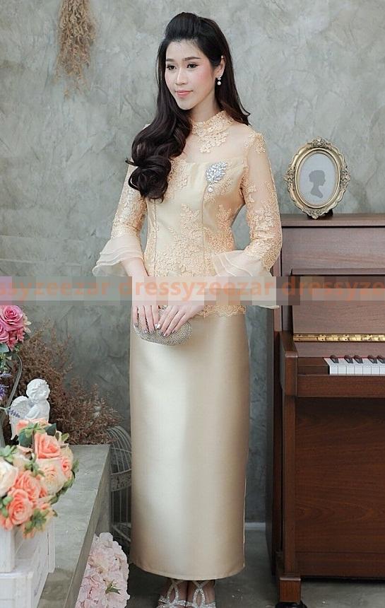 (Size M,L,XL,2XL) ชุดแม่เจ้าสาว ชุดแม่เจ้าบ่าว ชุดไปงานบุญงานบวช สีทอง Set เสื้อลูกไม้แขนระบาย มีดีเทลที่ปลายแขน แต่งด้วยผ้าออแกนดี้อย่างดีถึง 3ชั้น มาพร้อมกระโปรงผ้าไหมอย่างดีสีพื้นทรงสอบ