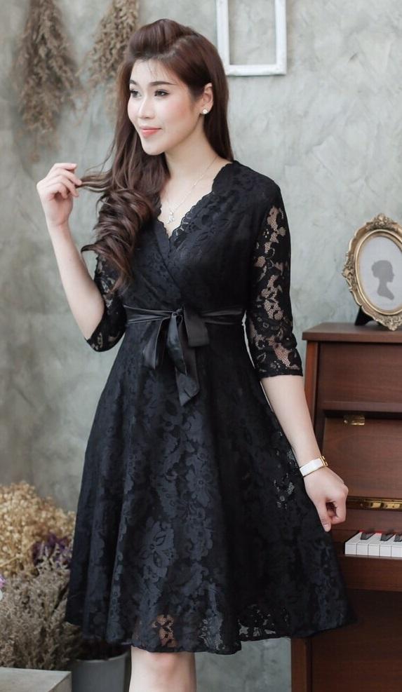 (Size L )แฟชั่นชุดสีดำสวยๆ ชุดเดรสสีดำ ชุดแซกสีดำ ชุดทำงานสีดำ ลูกไม้แขนสามส่วน คอวีป้ายข้าง ,