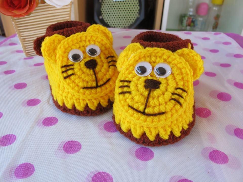 รองเท้าเสือ สีเหลืองขนาด 1-3 เดือน