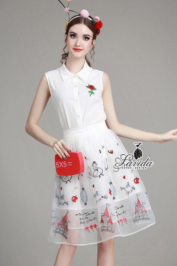 พร้อมส่ง เสื้อกระโปรงสีขาวปักดอกกุหลาบสีแดง