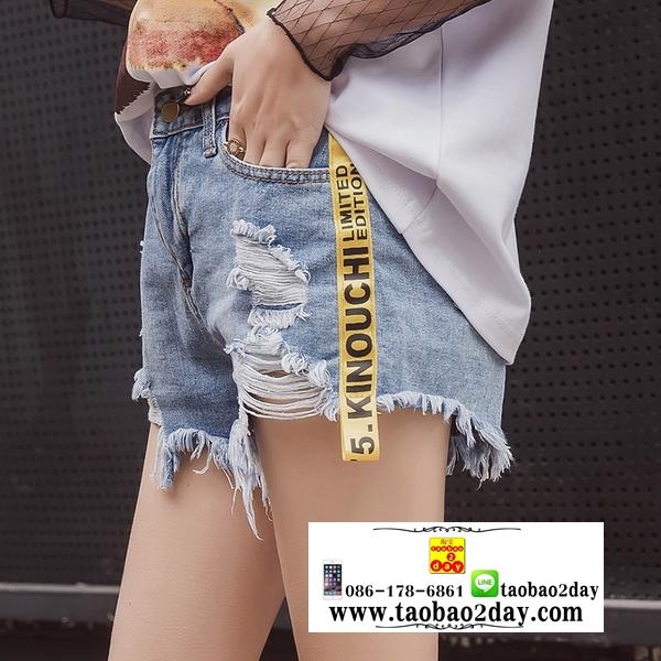 กางเกงยีนส์ขาดขาสั้นสุดแนว มี 3 สีคือ ยีนส์ซีด ขาวและดำ
