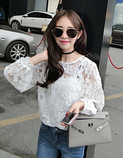 เสื้อแฟชั่นแบบเซท ดีเทลเก๋แต่งผ้าตาข่ายถักลายดอกไม้สวยน่ารักสไตล์เกาหลี