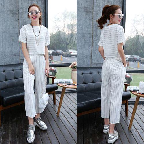 ++สินค้าพร้อมส่งค่ะ++ชุดเซ็ทเกาหลี เสื้อคอกลม แขนเลย ผ้า cotton ลายริ้วเนื้อดี+กางเกงขายาว เอวยางยืดดีไซด์เก๋เข้าชุด มี 2 สีค่ะ – สีขาว