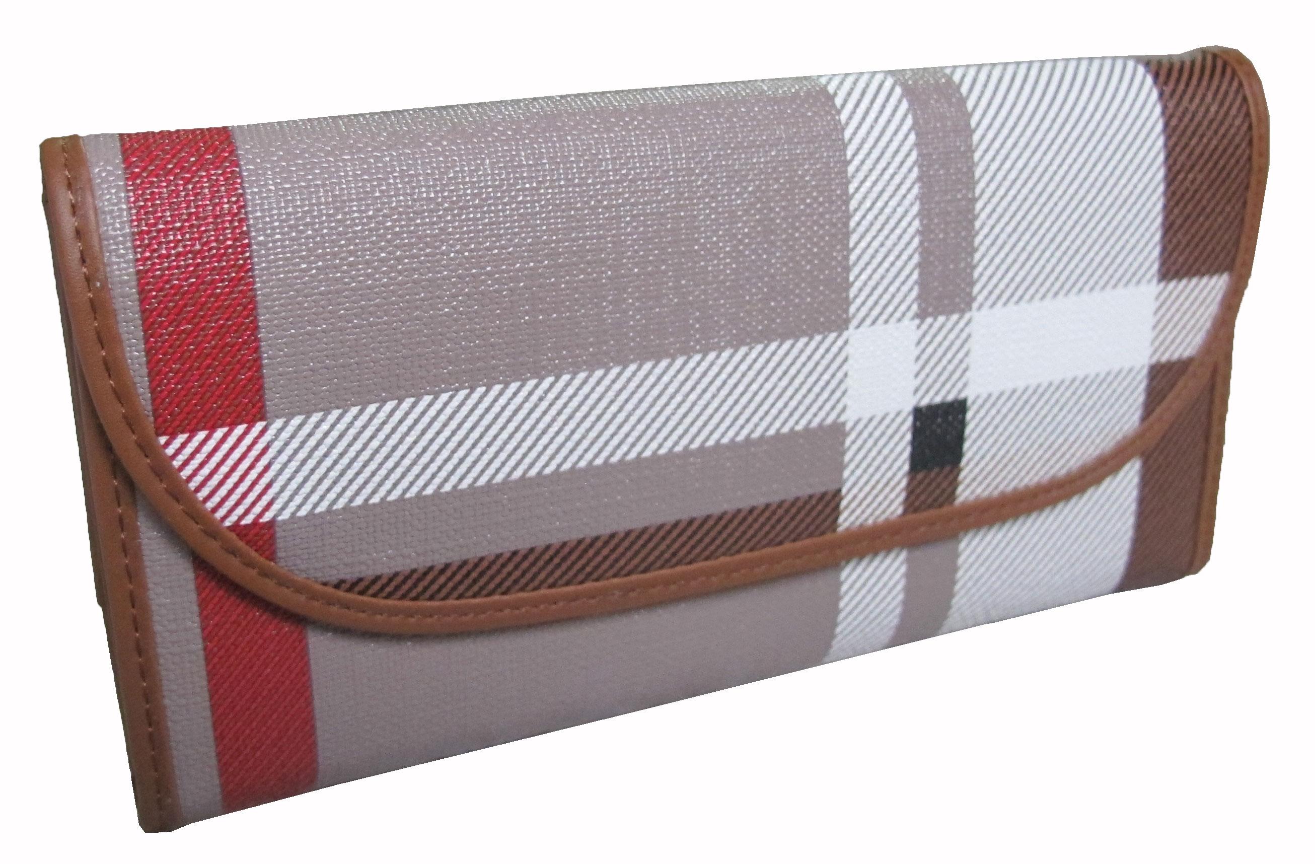 กระเป๋าสตางค์ ทรงยาวลายสก็อตเป็นแบบ 3 พับ ลวดลายสวยงาม