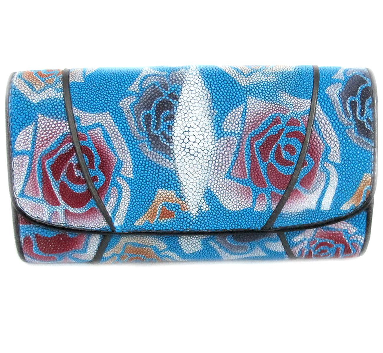 กระเป๋าสตางค์ปลากระเบน แบบ 3 พับ เม็ดใหญ่ ลวดลาย ดอกกุหลาบ หลากหลายสีสัน คุ้มค่า เพราะมีช่องใส่บัตรต่าง ๆหลายช่อง Line id : 0853457150
