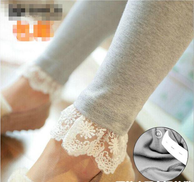 กางเกงเลกกิ้งขายาว สีเทาอ่อน ปลายขามีระบายลูกไม้ น่ารักมากๆ เอวมีสายปรับระดับได้ค่ะ